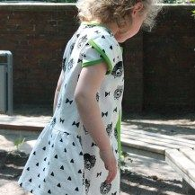 geteilt-durch-Kleid Schnittmuster von www.erbsenprinzessin.com genäht von frauroes