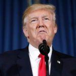 El presidente Trump está Despierto, Enojado, y Twitter Acerca de Hillary Correos electrónicos Como un Niño Petulante
