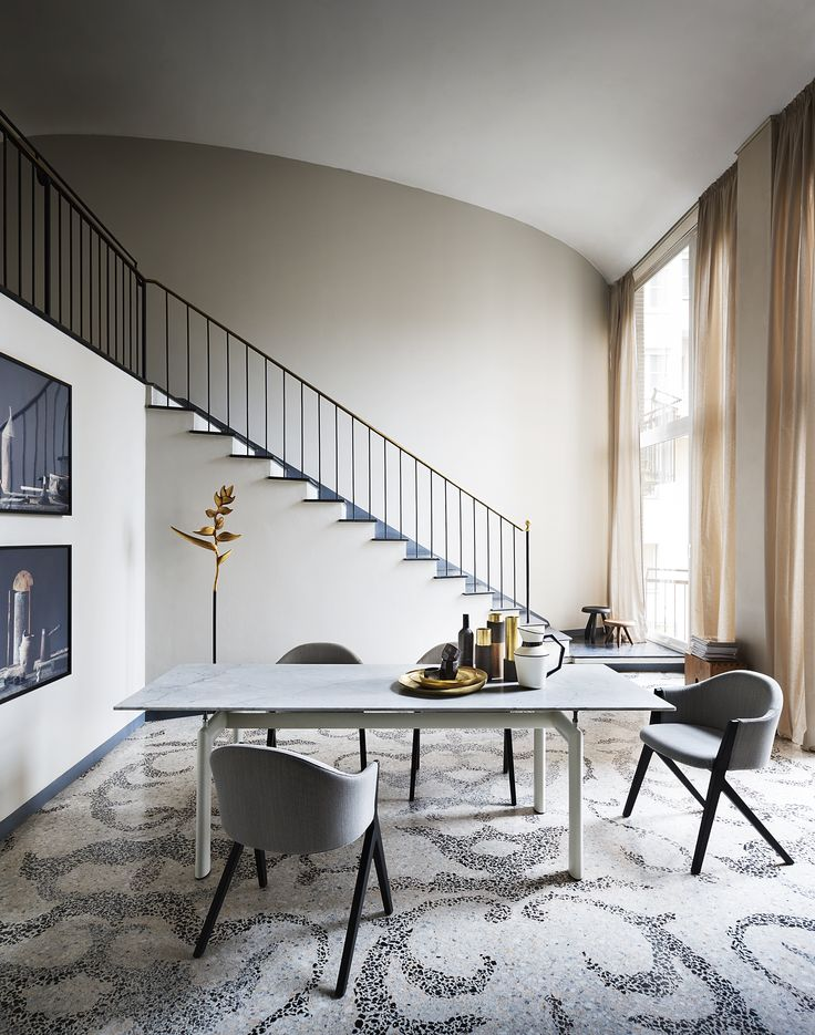 Chair with or without armrests.    Discover more on: http://cassina.com/en/collection/chairs/383-386-motek
