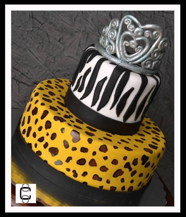 Cebra and leopard print princess cake with silver crown for Decoracion cebra