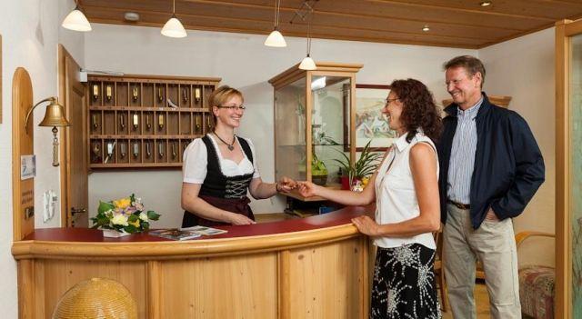 Nichtraucher-Ferienhotel Hohen Bogen - 2 Star #Hotel - $81 - #Hotels #Germany #NeukirchenbeimHeiligenBlut http://www.justigo.us/hotels/germany/neukirchen-beim-heiligen-blut/nichtraucher-ferienhotel-hohen-bogen_201254.html