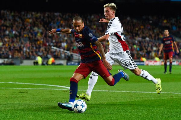 Neymar of FC Barcelona competes for the ball with Kevin Kampl of Bayer 04 Leverkusen during the UEFA Champions League Group E match between FC Barcelona and Bayer 04 Leverkusen on September 29, 2015 in Barcelona, Catalonia.