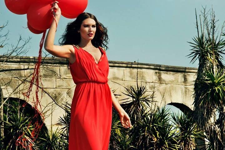 Bu göz alıcı kırmızı elbiseye siz de sahip olmak isterseniz #Neomarin Gusto'ya gelmeniz yeterli! Üstelik şimdi %70'e varan indirimlerle.
