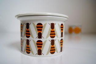 1969 Arabia of Finland Small Pomona Bee/Honey Pot or Jar by Raija Uosikkinen