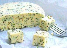 Recept na výborný domáci syr s bylinkami podľa vašej chuti. Približne 450 gramov čerstvého syra.