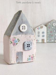 Tutti guardano le nuvole: Little Wooden Houses