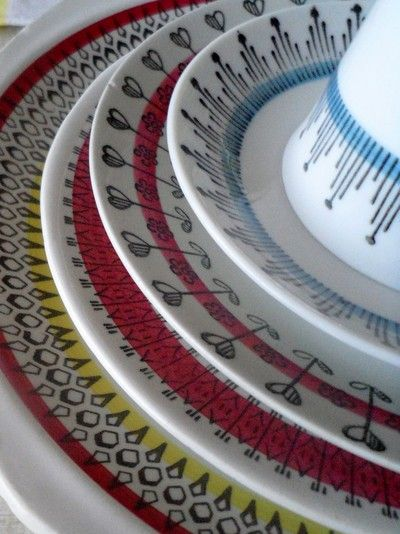 I am planning to try my porcelain pen out on some white plates with this scandinavian design