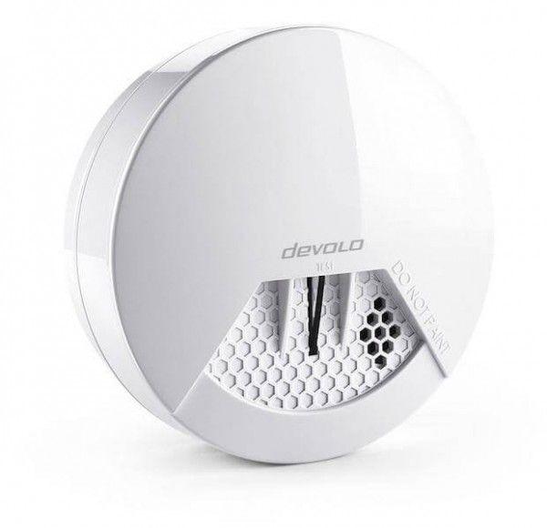 Devolo Home Control Rauchmelder auf Z-Wave Basis  Der Devolo Home Control Rauchmelder ist für Devolo-Kunden eine schöne Bereicherung » Alarmfunktion: akustisch, optisch sowie per App und SMS. Wer schon ein Devolo Smart Home System sein eignen nennt, kann bei diesem Rauchmelder nicht viel falsch machen. Gerade die App-Integration in das Devolo System ist ein schöner Mehrwert.  #smarthome #homeautomation #rauchmelder #zwave #tech #sicherheit