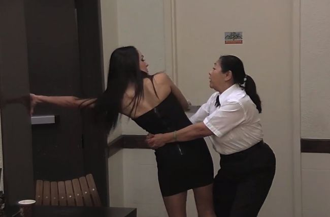 The Bella Twins Pulled Twin Magic On Jimmy Kimmel's Security Guard