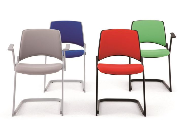 Oplà sedie impilabili in orizzontale e verticale | IBEBI Design, chair with sled base and upholsterede seat #ibebi #newcatalogue #innovation #design #chairs #modernchairs #meetingchairs