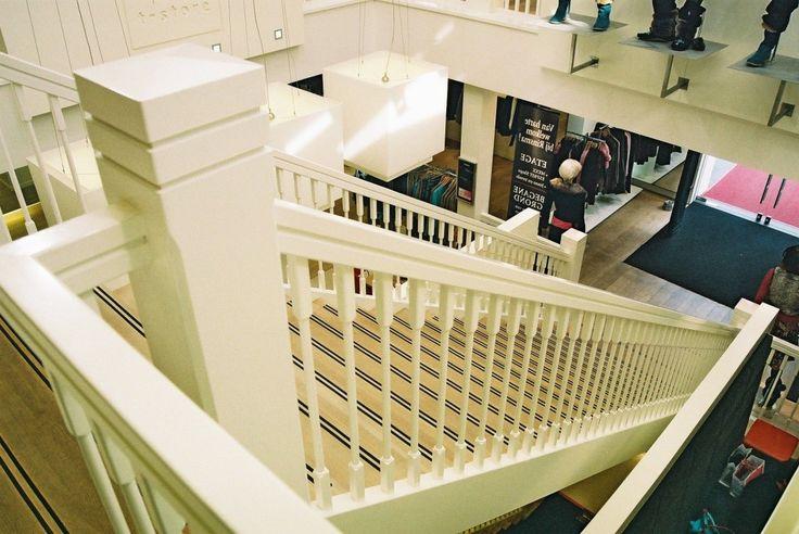 Meer dan 1000 idee n over hardhouten trap op pinterest trappen traptreden en trap makeover for Deco trap interieur