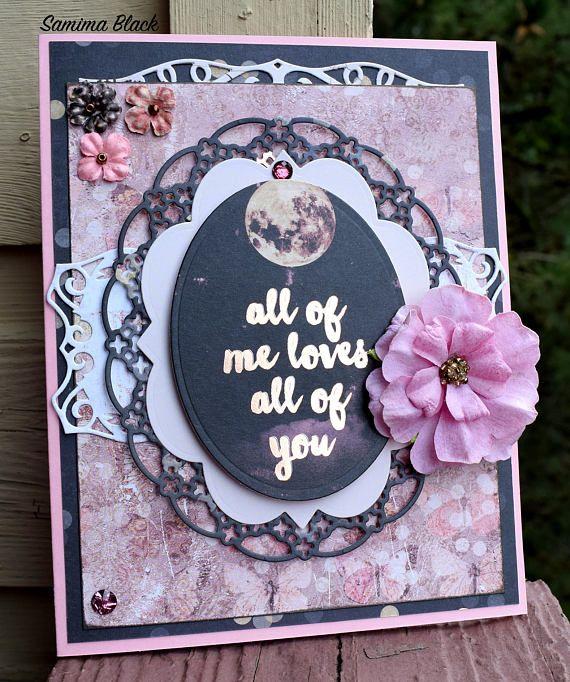 Todos de Me ama todos los novia es una tarjeta inspirada en todo lo shabby y romántico. La tarjeta tiene una única, de un diseño y una hermosa expresión de amor y atención hacia su especial. Que se hace para ser notado y apreciado en ocasiones como bodas, duchas de la boda, aniversarios, celebraciones del día de San Valentín y muchos otros. La tarjeta se adorna con adornos, flores y encaje detalles de troquelado. La base de la tarjeta es de color rosa, con una inserción más ligera rosada con…
