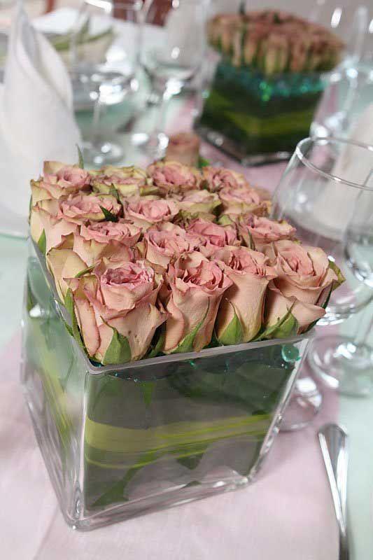 esküvői asztaldísz rózsákkal