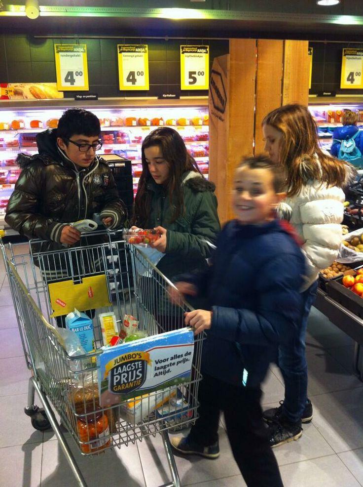 Omgaan met geld zelf ervaren in de supermarkt. Over #consumeren en #consuminderen.