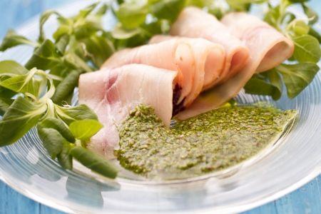 il CARPACCIO DI PESCE SPADA CON SALSA VERDE ALLA SENAPE (Swordfish Carpaccio) è una ricetta velocissima, fresca e profumata. Qui la #video #ricetta (here the video  #recipe): http://ricette.giallozafferano.it/Carpaccio-di-pesce-spada-con-salsa-verde-alla-senape.html #GialloZafferano #pesce #spada #swordfish #carpaccio #italianrecipe