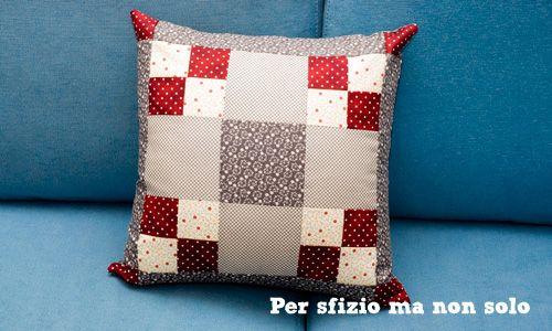Per sfizio ma non solo: Cucito creativo - cuscino patchwork - pattern per nine patch block - http://persfiziomanonsolo.blogspot.it/2013/01/cucito-creativo-cuscino-patchwork-nine.html#more - tutorial