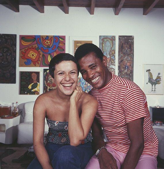 """Elis Regina e Jair Rodrigues no final de 1967, nos bastidores do último programa """"O Fino da Bossa"""", exibido pela TV Excelsior. Veja também: http://semioticas1.blogspot.com.br/2011/08/um-toque-de-midani.html"""