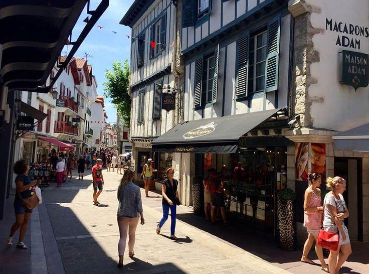 En av den baskiska kustens verkliga pärlor är den historiskt viktiga och vackra staden Saint-Jean-de-Luz, i Baskien.