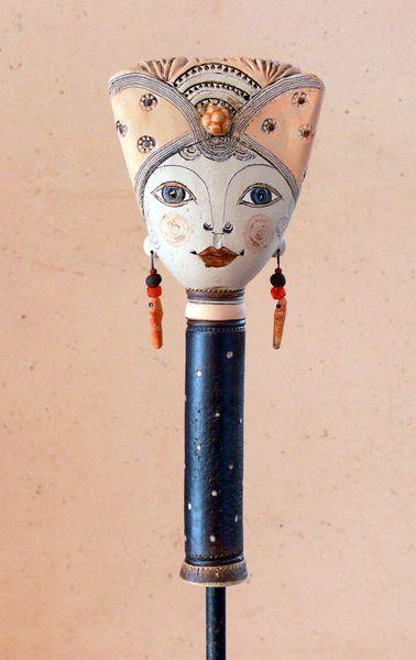 Gartenfiguren - Pamina mit apricotfarbener Haube - ein Designerstück von…