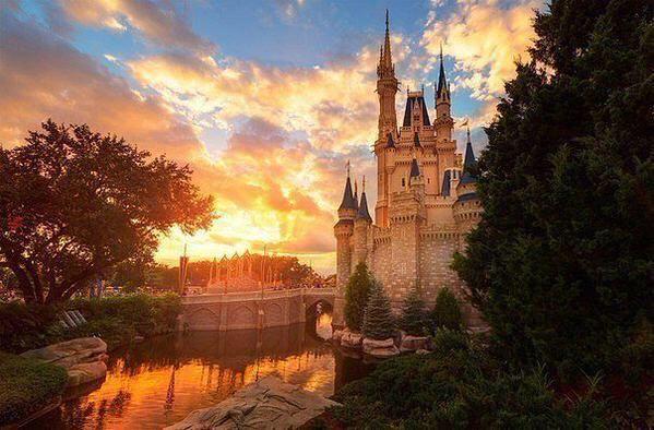 «Волшебное королевство» Диснейленд во Флориде, США.