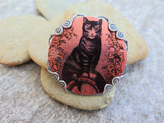 CAT ON A BARREL,SUBLIMATION BROOCH by GErManoArts