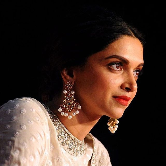 Just one glance & your fast-forward life takes a pause @deepikapadukone