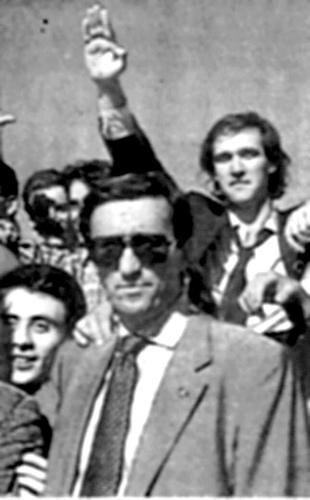 """ecco Roberto Menia, braccio destro di Fini e primo  firmatario della legge che istituisce il """"giorno del ricordo"""". ecco, ricordiamo lui, le sue scappate in jugoslavia nel 91 per chiedere a Milosevic di darci l'istria e la data scelta per """"celebrare la memoria"""", anniversario non di un massacro ma della firma dei Trattati di Parigi, che sancirono il confine italo-jugoslavo. Perché questo piangono, non il sangue: il dominio perso sulle loro ex colonie slave. Io voglio avere memoria di questo…"""