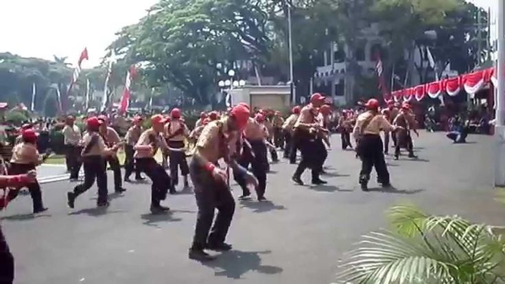 kreasi yel yel alpha CAKRA BESWARA Malang 2014