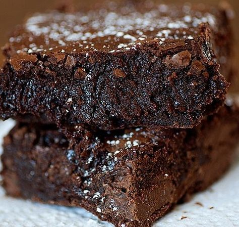 """It's the last installment of the """"Easiest Recipes Ever"""" series and I'm not lying when I say that this is literally the easiest chocolate brownies recipe I've ever seen! I found it onWell Traveled ..."""