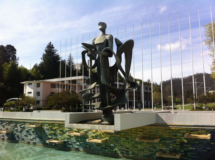 Homenaje al Espíritu de los Fundadores de la Universidad (1964) - Samuel Román. Escultura en Bronce. Universidad de Concepción.