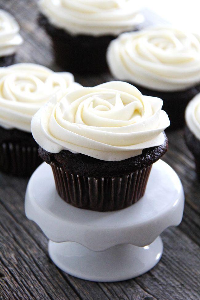 Marshmallow Vanilla Buttercream Frosting {A Pretty Life}3