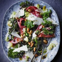 Warm kale salad with almonds & Serrano ham