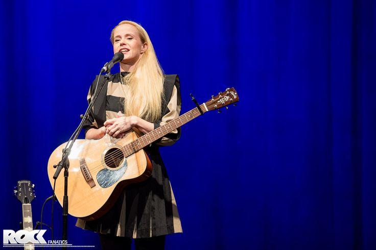 Tina Dico live im Gloria Theater Köln.