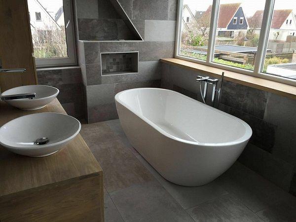 25 beste idee n over schuine plafonds op pinterest schuine plafond slaapkamer slaapkamer op - Voorbeeld deco badkamer ...