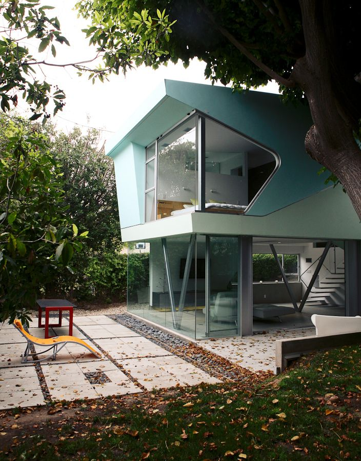A Mid Century Modern Home That Looks Like A Tree House
