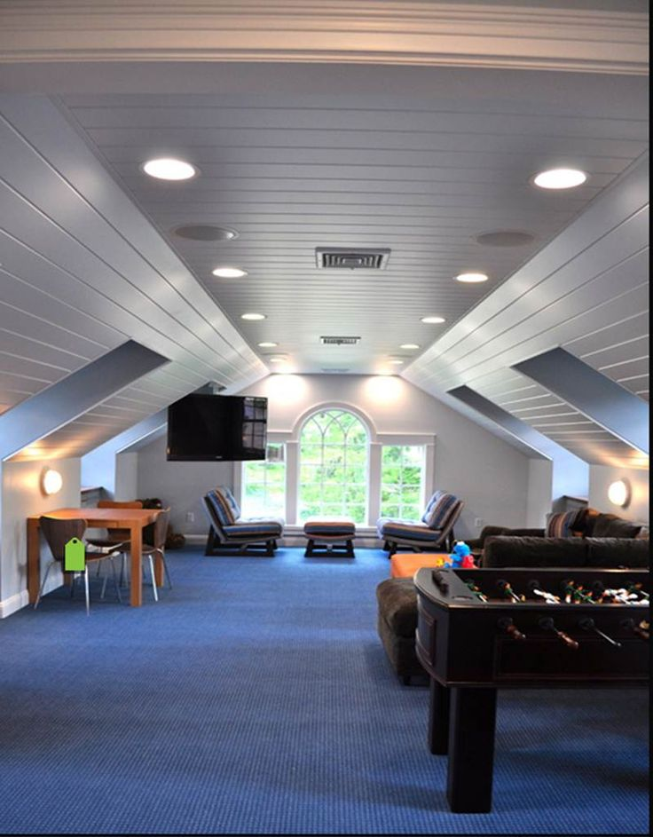 Attic / game room..........  wow, larger than some apartments . . .