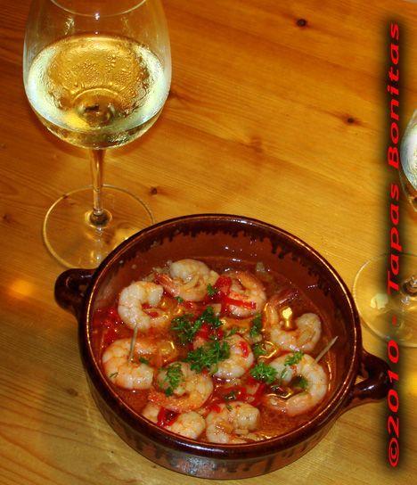 Gambas al ajillo (Shrimps in Garlic Oil) - one of my favorite Spanish tapas