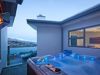 St Andrews Park, Queenstown   Sleeps 10 from $1,500 NZD p/n. Relax in a spa overlooking the Remarkables after a hard day in the snow