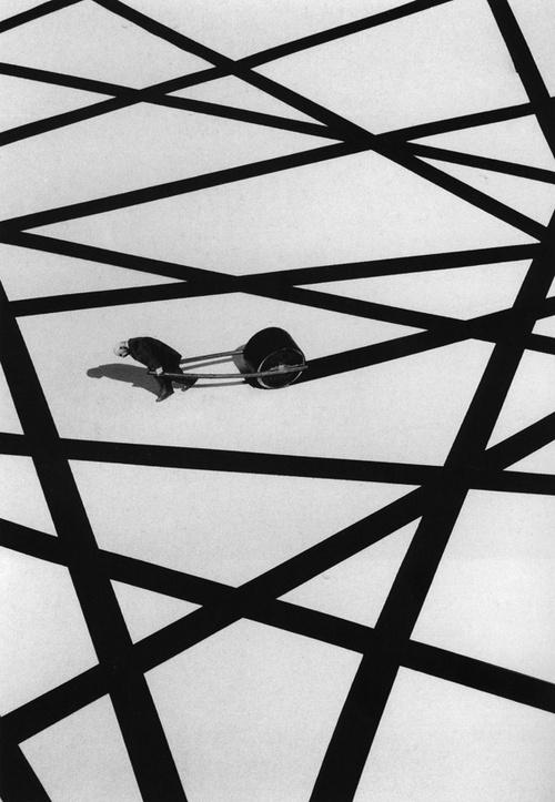 The Last Line - Photo by Gilbert Garcin, 2000. ☀