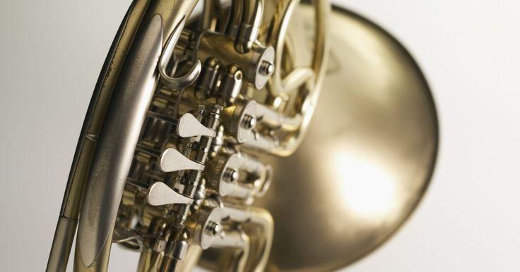 Herramientas para reparar instrumentos de metal . Cualquier instrumentista de metales serios conoce bien la fragilidad de su instrumento. Los instrumentos delicados, como el corno francés, la trompeta y la tuba son propensos a los golpes. Ocasionalmente, también se puede atorar la boquilla. Los trombonistas pueden luchar con bombas atoradas y los trompetistas barítonos con válvulas atoradas. Por ...