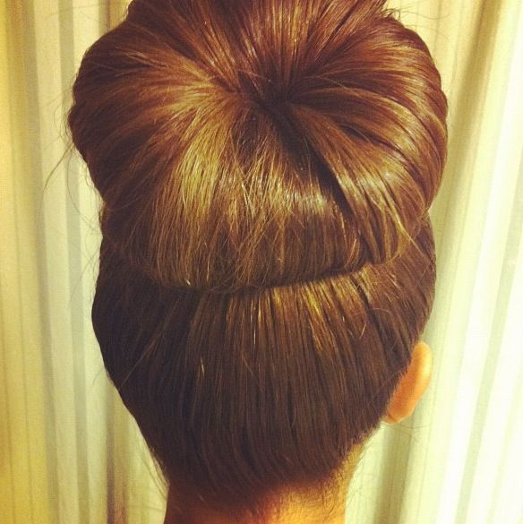 HUGE sock/doughnut bun.: Hairstyles, Hair Styles, Sockbun, Makeup, Socks, Beauty, Big Bun, Perfect Good, Sock Buns