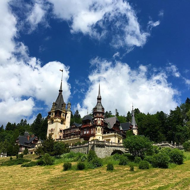 The Peles Castle, a statement in time of Neo-Renaissance style #sinaiaromania #pelescastleromania #traveltheworld #history #timestandstill #travelromania