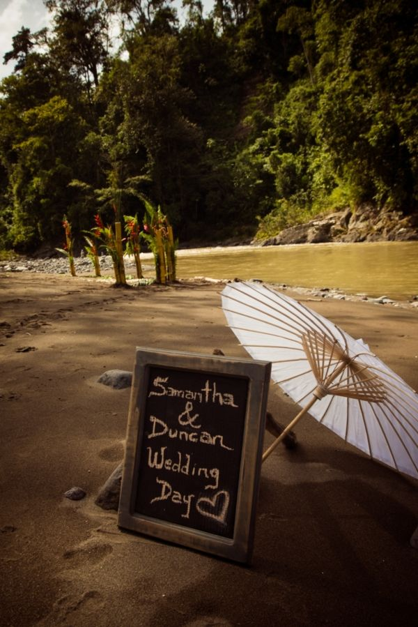 Pacuare river side ceremony Photography by Mike Blum. For more ideas and information visit us at www.costaricaparadisewedding.com