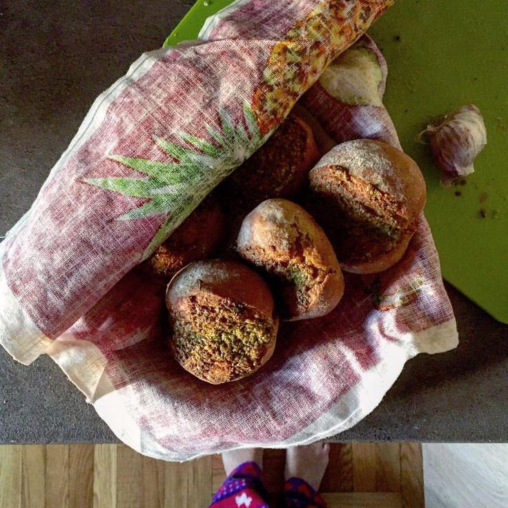 Dasha Dreizina (Kuksova) в Instagram: «Огог,субботний серый чесночный хлеб по рецепту Решара Бертинъе! Вопрос о покупке хлеба в магазине больше никогда не возникнет, ведь своя собственная выпечка и вкуснее и несомненно полезнее! the grey handmade garlicky #bread»