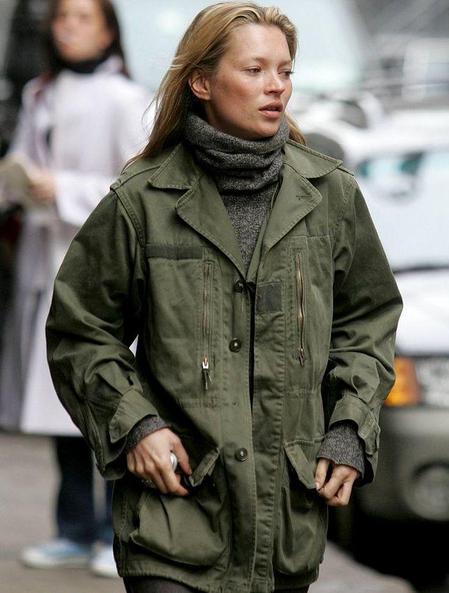 On piquerait bien à Kate Moss sa veste militaire !