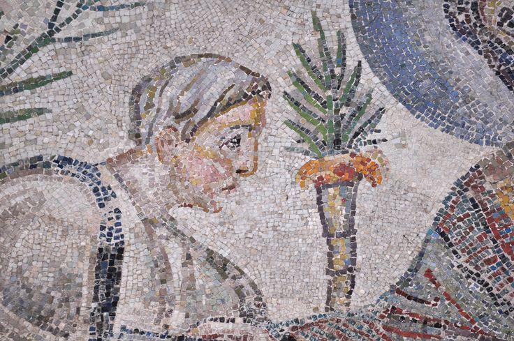 """Mausoleo di Santa Costanza, Roma. Mosaico. Cristo e San Petro. IV sec. I mosaici di Santa Costanza sono i più antichi mosaici monumentali cristiani sopravvissuti a Roma (360). La traditio legis (""""consegna della legge"""") è un tema iconografico tipico dell'arte paleocristiana. Si tratta di raffigurazioni di Cristo tra San Paolo e San Pietro. Foto di Pavel Otdelnov"""