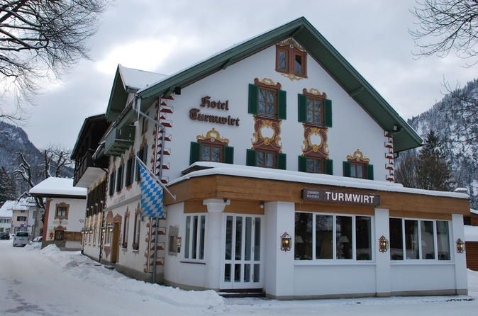 5-Night in Oberammergau including Cable car ride to the Laber Mountain during Christmas or New Year  Enjoy 5 nights at Hotel Turmwirt (3*Superior) in Oberammergau including buffet breakfast and a trip up to Laber mountain by cable car. Set out on your own and visit nearby Christmas markets in Garmisch, Murnau, Bad Tölz, Innsbruck or Munich and enjoy the Christmas time or New Year's in Oberammergau. The hotel is located in Oberammergau in Upper Bavaria in the beautiful reg...