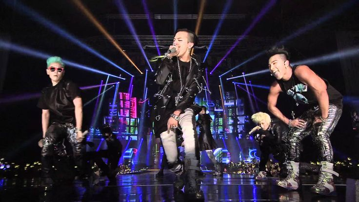 BigBang performing Fantastic Baby live at their 2012 Alive Tour.  They're really impressive at live performances!