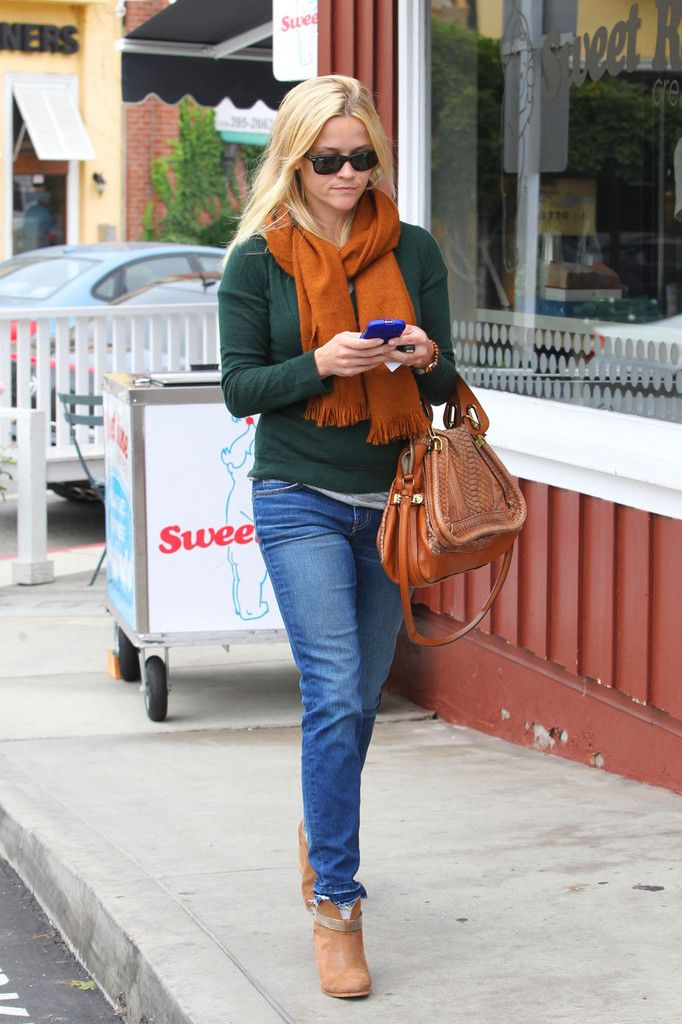 This is how I want to look for the Fall weekend.  Big fan of Reese Witherspoon's style.  She always looks preppy classic and effortless.