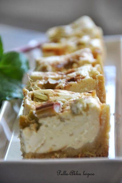 Pulla-Akka leipoo: Raparperi-rahkatorttu